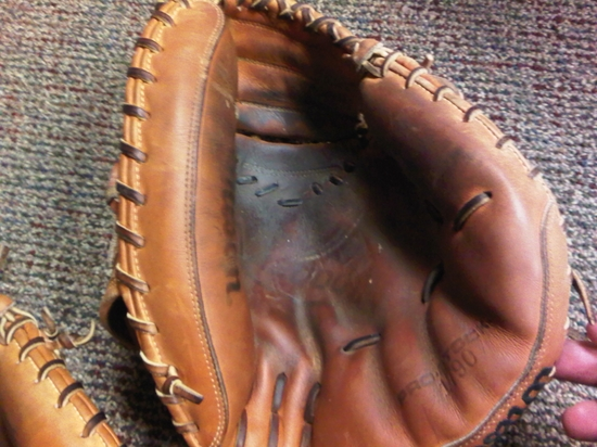 Snyder gamer glove.JPG